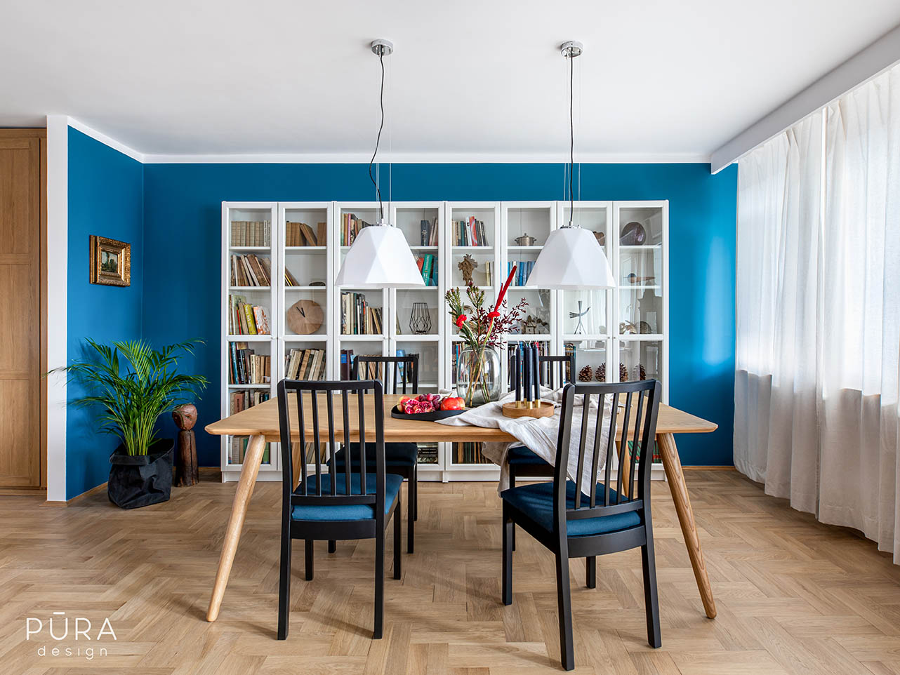 Kolorowe i jasne mieszkanie trójmiejskiego malarza
